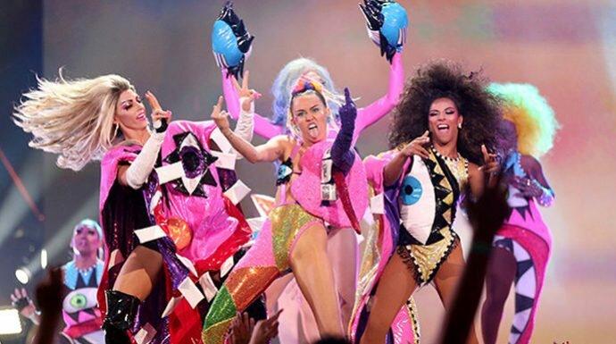 ไมลีย์ ไซรัส กับชุดสุดแซ่บใน MTV VMAs 2015
