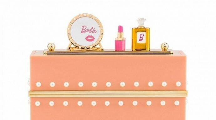สาวกบาร์บี้มีกรี๊ดสลบ! กับรองเท้าและกระเป๋าคลัตช์ Charlotte Olympia ซึ่งได้รับแรงบันดาลใจมาจากตุ๊กตา Barbie®