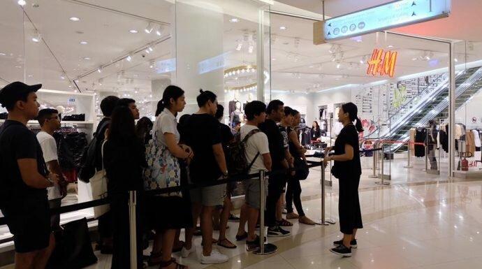 คอลเล็กชั่น 'KENZO x H&M' เปิดขายวันแรก คนต่อคิวยาวเหยียด!