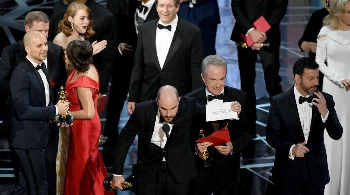 แบบนี้ก็ได้เหรอ! ออสการ์ประกาศรางวัลหนังยอดเยี่ยมผิด La La Land ดีใจเก้อ