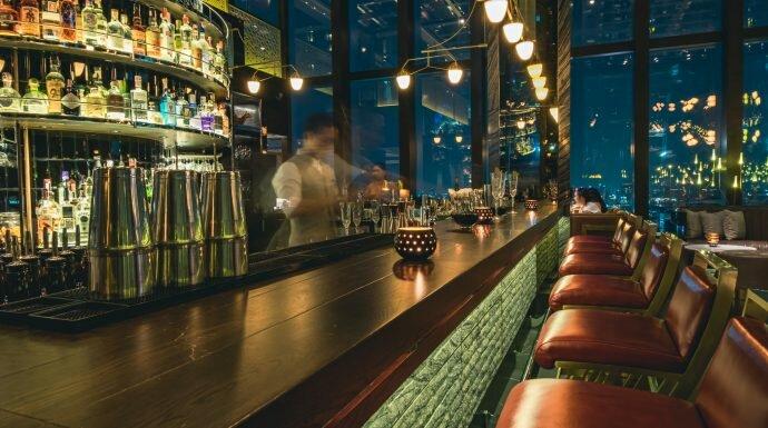 หรูกว่านี้มีอีกไหม! พาสำรวจ Penthouse Bar+Grill ร้านอาหารที่เก๋ที่สุดในขณะนี้